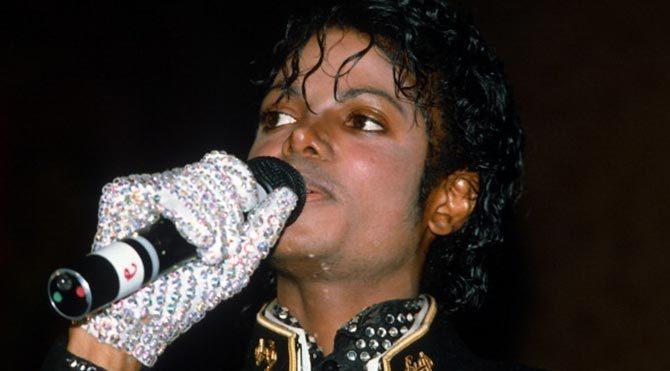Michael Jackson'ın eldiveni açık artırmada