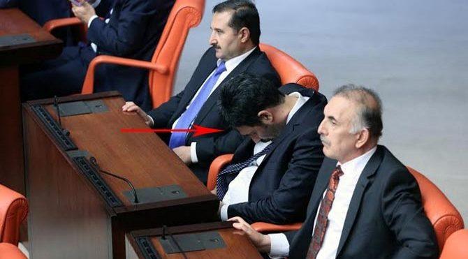Uğur Işılak Meclis'te uyudu! Twitter'dan şok açıklama geldi!