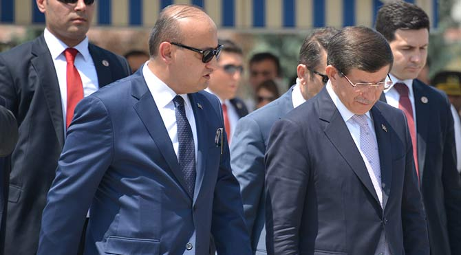 Şehit cenazesinde Davutoğlu'na tepki
