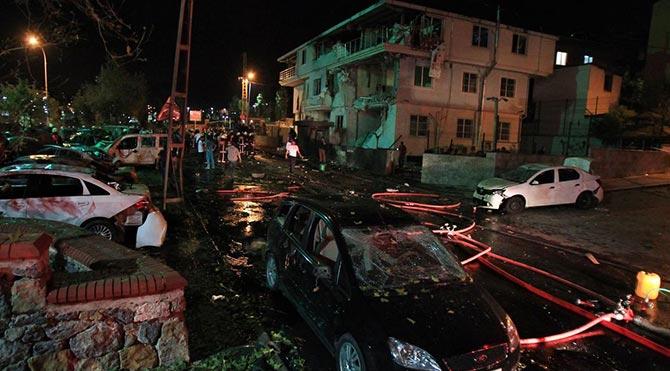 İstanbul Sultanbeyli'de polise bombalı saldırı düzenlendi