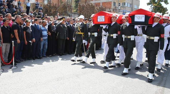 Şehit cenazesinde koruma kavgası