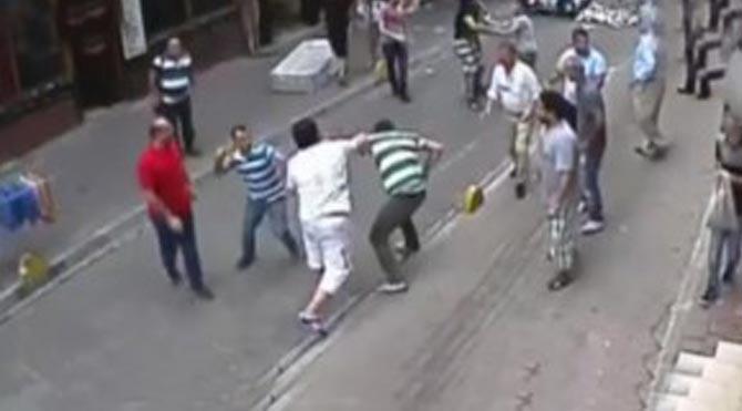 İrlandalı Turist Aksaray'da kalabalık esnafla tek başına kavga etti