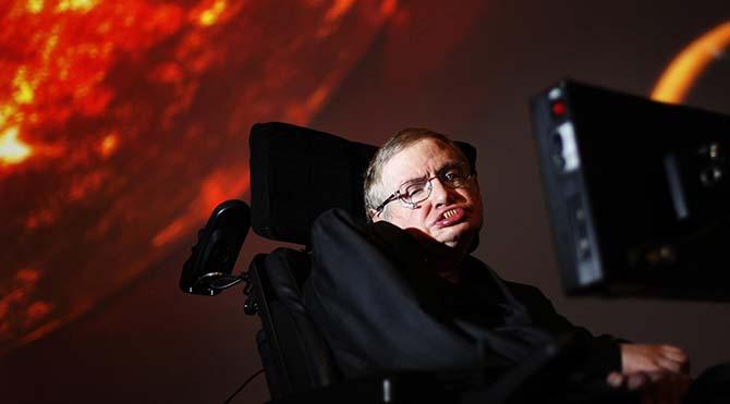 Stephen Hawking: Kara deliklerden çıkış yolu olabilir