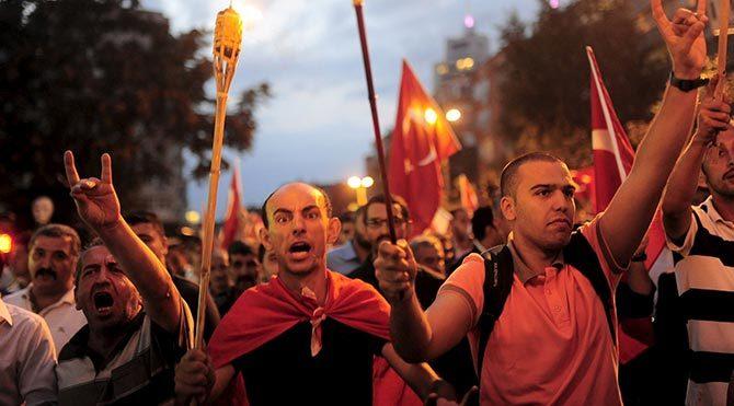 Daily Telegraph, Türkiye'de iç savaş kaygısının arttığını yazdı