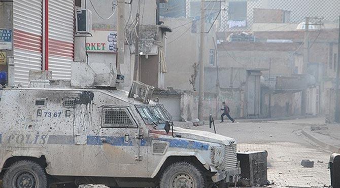 Cizre'de polise bombalı saldırı!