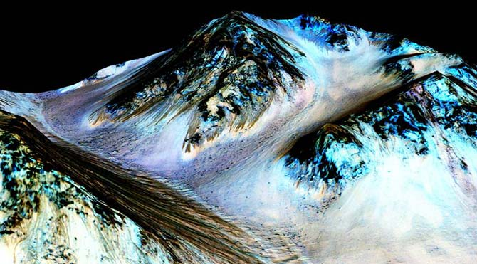 NASA: Kızıl Gezegen Mars'ta sıvı halde su bulundu