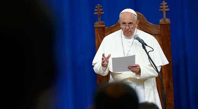 Papa: 'Evrim ve Büyük Patlama gerçek, Tanrı sihirli değneği olan bir sihirbaz değil'