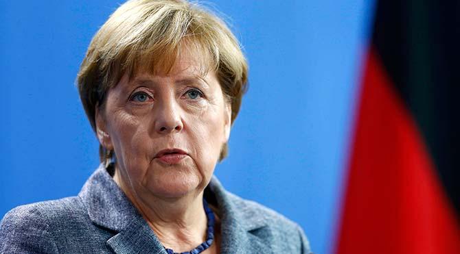 Almanya Başbakanı Merkel hakkında 'insan kaçakçılığından' suç duyurusu