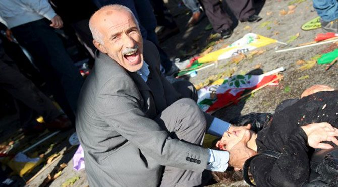 Patlama yerinde bakanlara protesto!