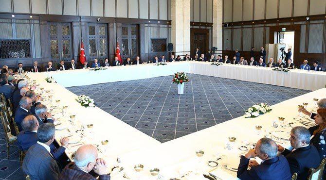 Erdoğan kanaat önderleriyle Ak Saray'da buluştu