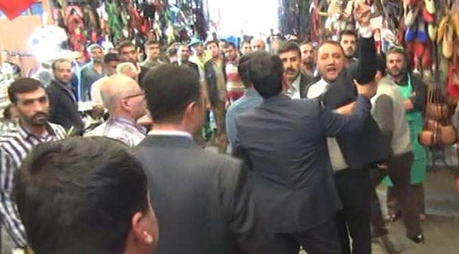 Davutoğlu'nun çarşı ziyaretinde ortalık karıştı