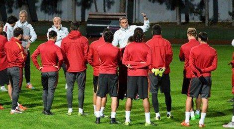 Sneijder antrenmana katılmadı
