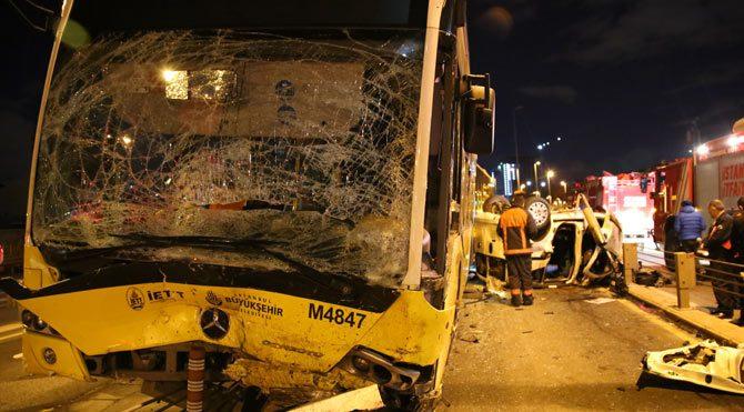 Kadıköy'de metrobüs yolunda feci kaza!