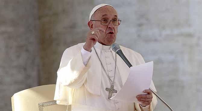 Papa: İnançlı biri, firavun gibi lüks içinde yaşayamaz