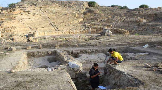 Kıbrıs'ta 2300 yıllık antik tiyatro bulundu