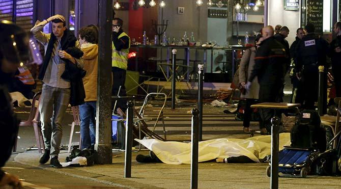 Facebook'un Paris katliamı için devreye soktuğu 'Güvendeyim' butonu tartışma yarattı