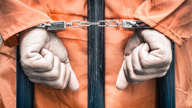 Saldırganları bırakan hakim gazetecileri tutukladı