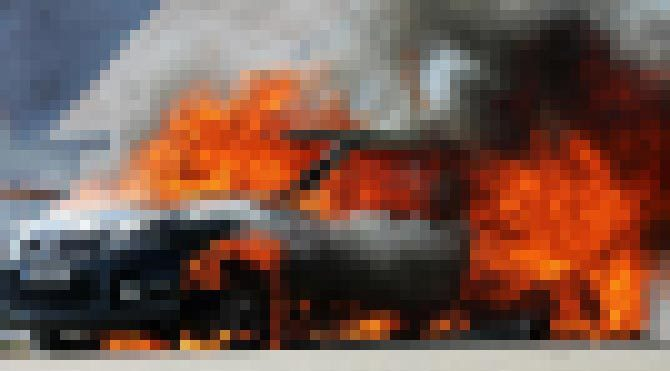Araç içerisinde yanarak can verdiler