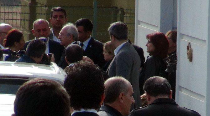 Kılıçdaroğlu, Tahir Elçi'nin eşini ziyaret etti