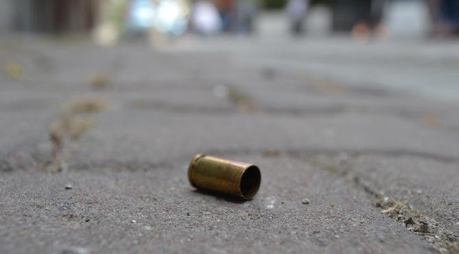 Polise ateş açan kadın öldürüldü