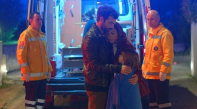 Poyraz Karayel son bölüm izle (34. bölüm): Poyraz ile Ayşegül gazetelere manşet oldu!