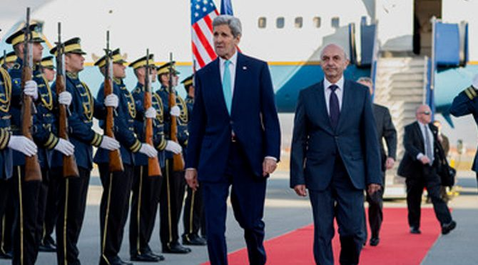 Kerry'den Kosova'ya sürpriz ziyaret!