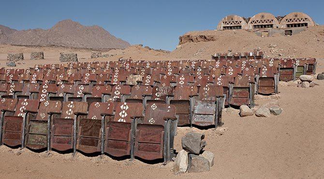 Mısır'daki bir çölde terkedilmiş sinema