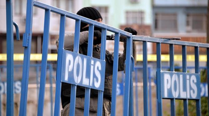 Sur'da çatışma: 4 polis yaralı!