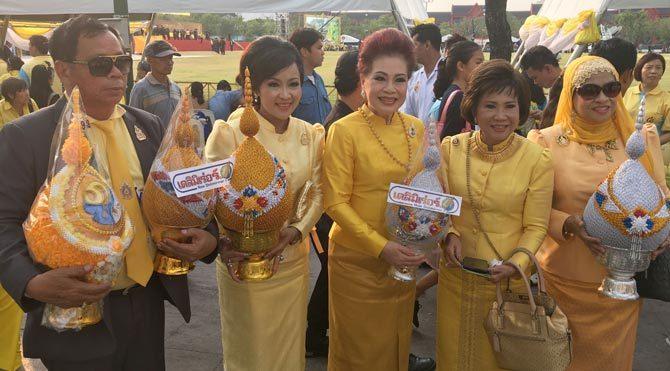 Tayland halkı sokaklara döküldü