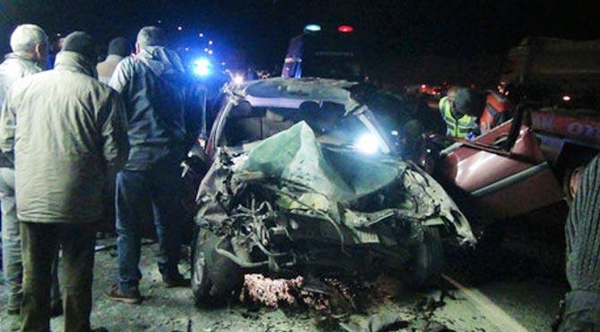 Trafik kazasından bir aile yok oldu!