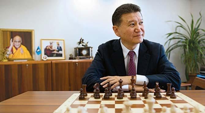 Erdoğan'ın hedef gösterdiği Rus satranç ustası, FIDE başkanlığından istifa etti