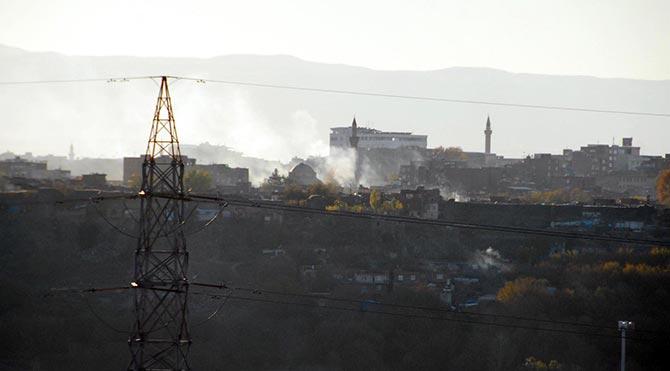 Diyarbakır Sur'da çatışma: 4 polis yaralı!