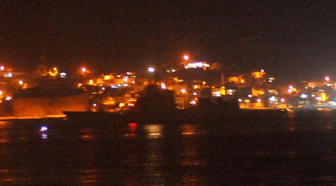 NATO gemileri Çanakkale Boğazı'ndan gece geçti