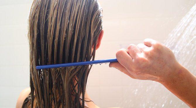 Saçınızı banyodayken tarayın!