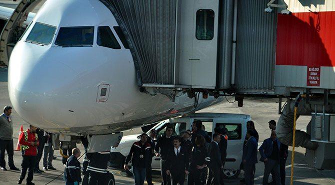THY uçağının altına araç sıkıştı