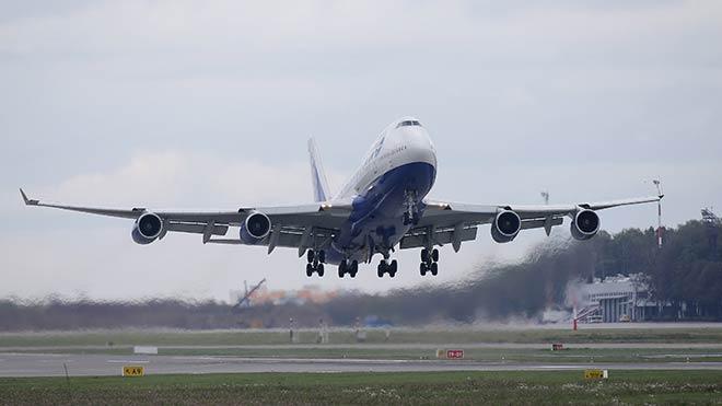 Kriz hava ulaşımını etkiledi