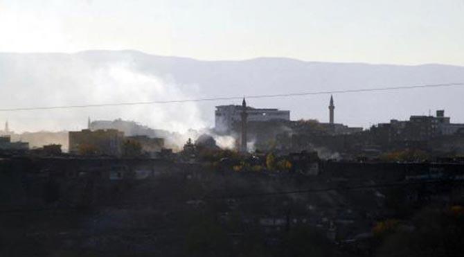 Diyarbakır'da savaş gibi çatışma