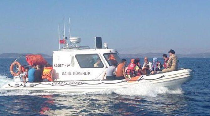 Çeşme açıklarında mülteci botu battı