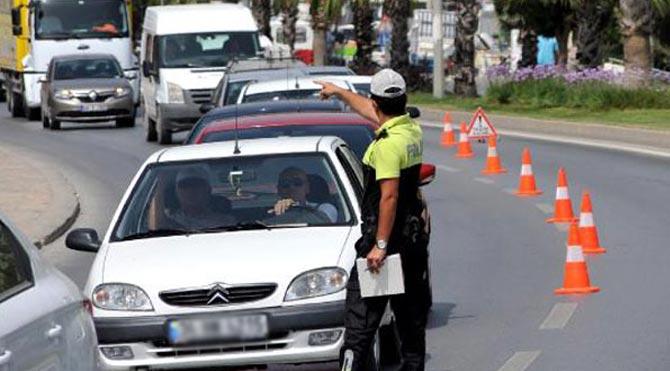 Trafik polisine rüşvet: Tanga ve bikini!