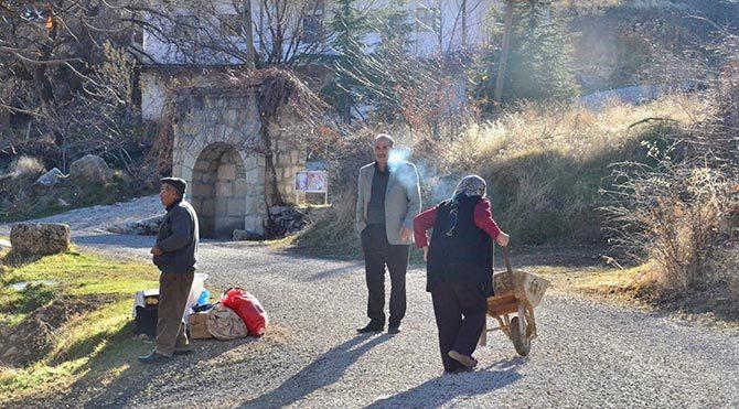 Malatya'daki deprem sonrası aileler evlerini terk etmeye başladı