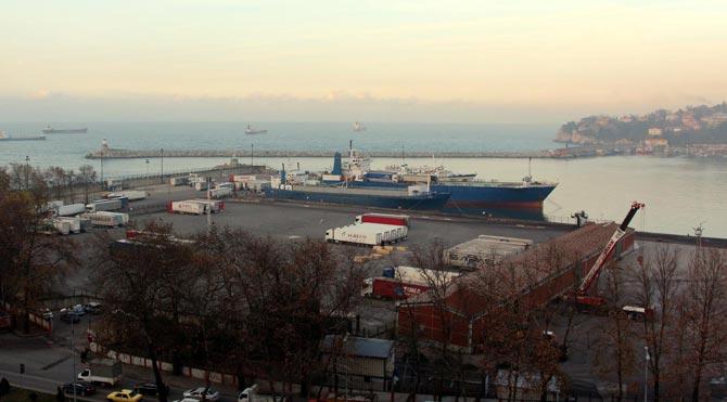 Rusya'ya gidecek gemiler 5 gündür bekliyor