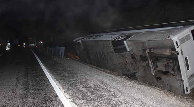 İşçi minibüsü devrildi: 1 ölü, 41 yaralı