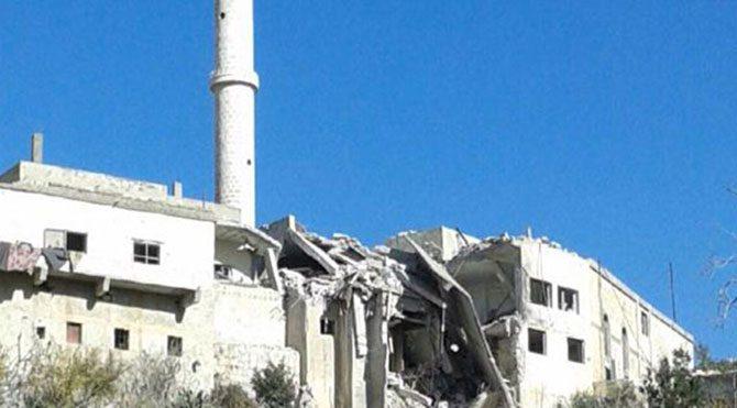 Suriye'de uçaklar camiye bomba attı: 4 ölü