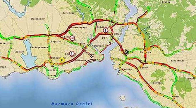 İstanbul'da yağmur trafiği felç etti!