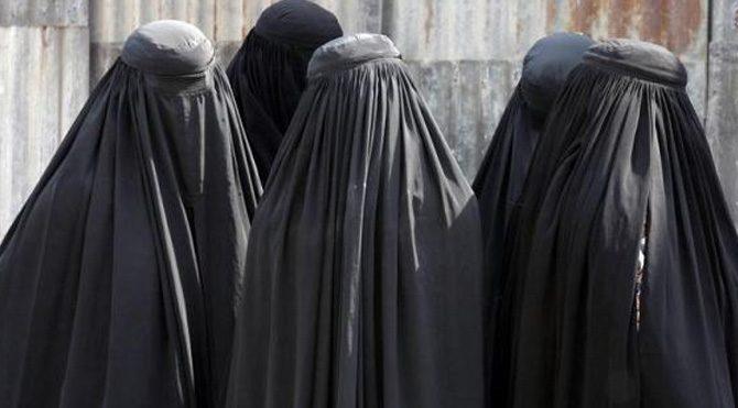 Suudi Arabistan'da kadınlar ilk kez oy kullanıyor!