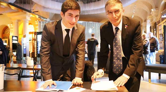 Prof. Dr. Aziz Sancar, Türk öğrenciler ile Nobel Müzesi'ni gezdi!