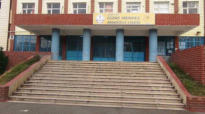 Öğretmenlerin Cizre'yi terk etmesiyle okul bahçeleri de boş kaldı!