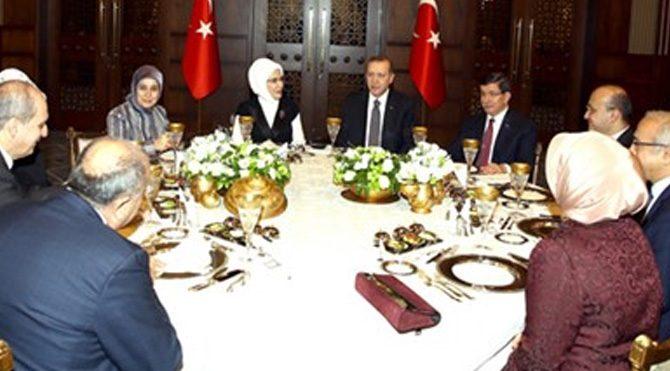 Erdoğan'dan 64. Hükümete akşam yemeği