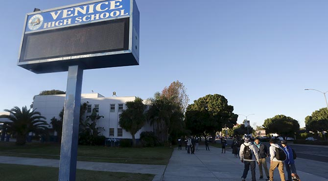 Los Angeles'ta tüm okullar 'elektronik tehdit' nedeniyle tatil edildi