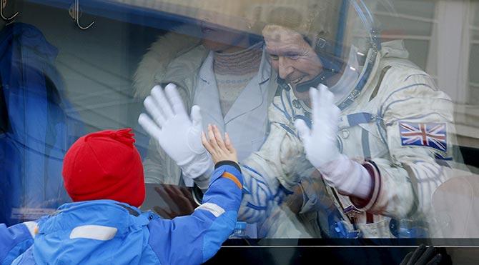 İngiliz astronotun uzay yolculuğu başladı
